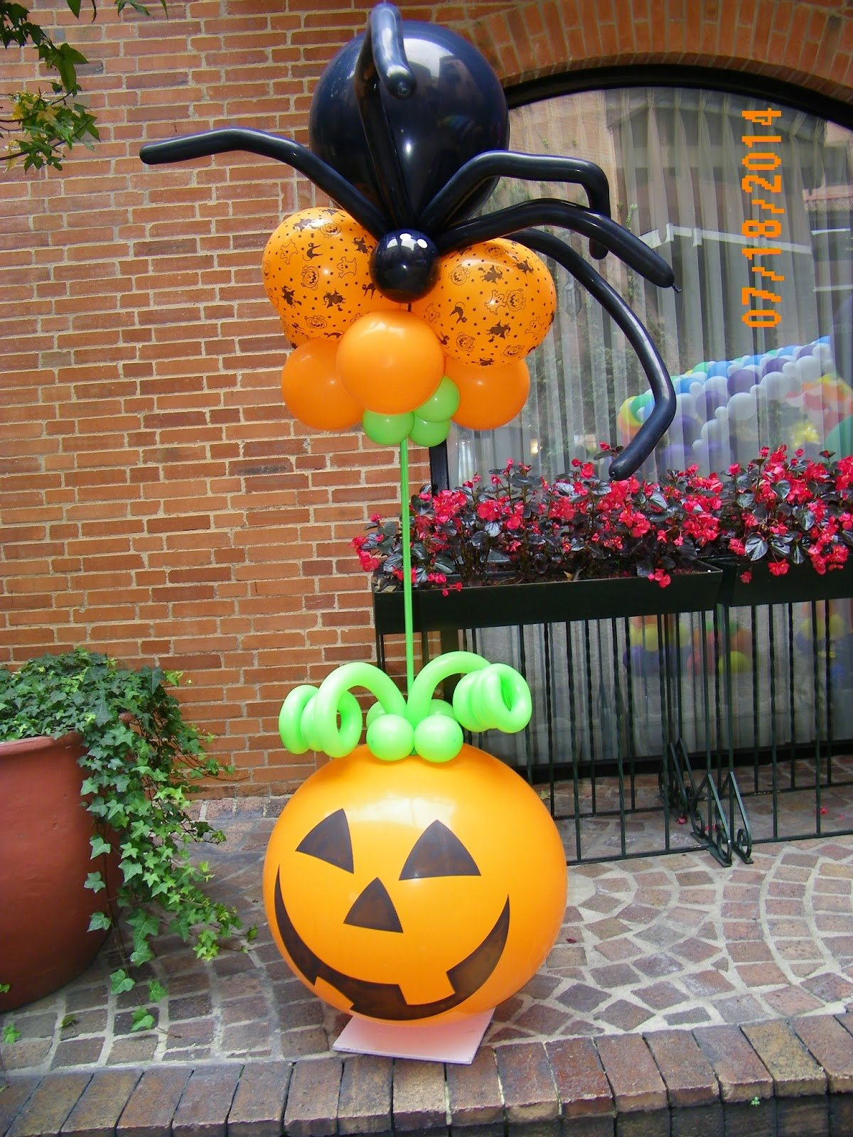 15 ideas sencillas para decorar con globos en halloween for Decoracion fiesta halloween