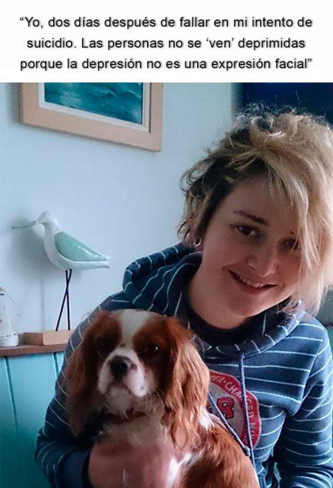 chica con su perrito