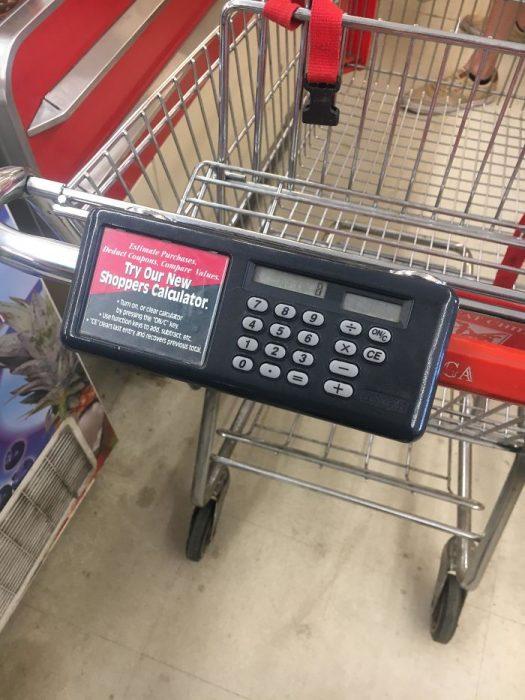 carrito de super mercado con calculadora
