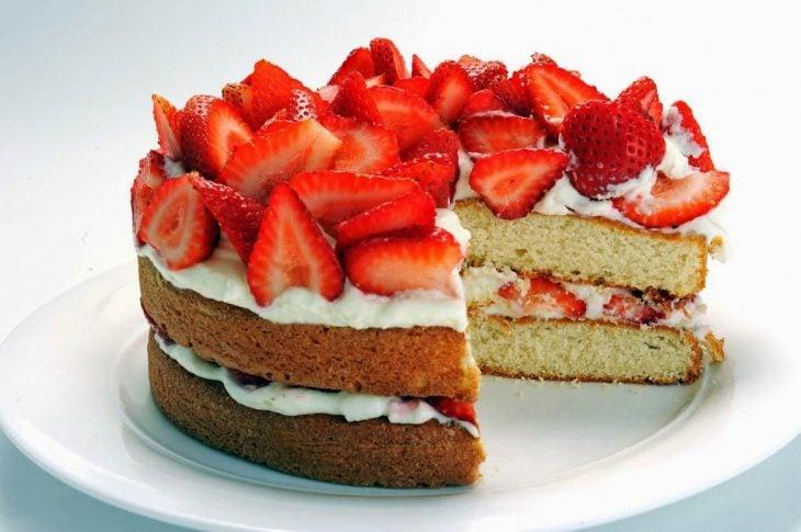 comete el pastel