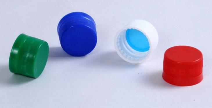 plástico en tapas de refresco