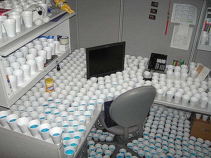 vasos en oficina