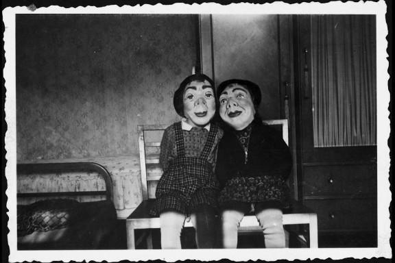 foto niños con máscara