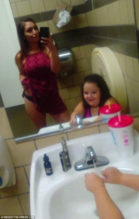 calzón con hija frente