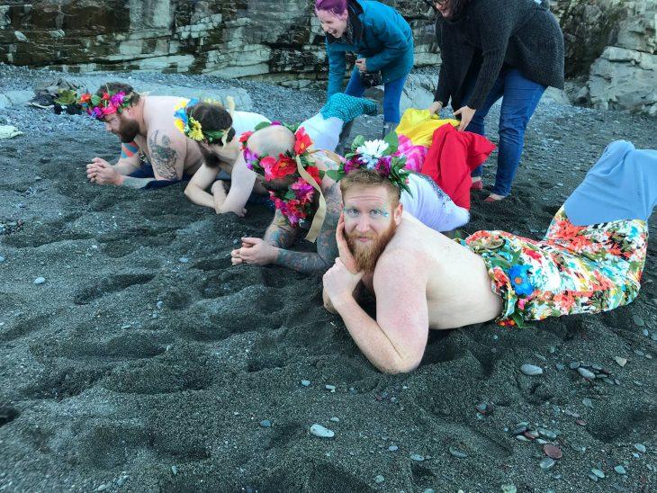 sirenos con barba en la playa