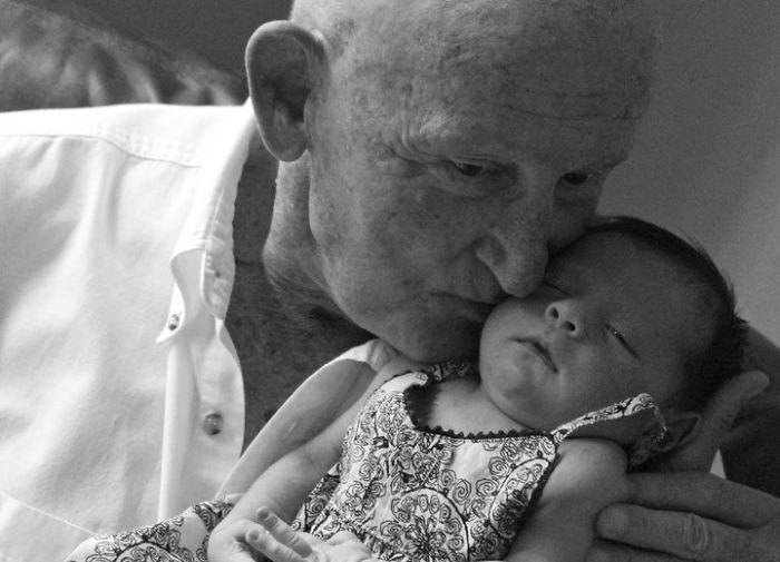 abuelo y bisnieta