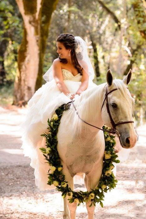 novia con caballo