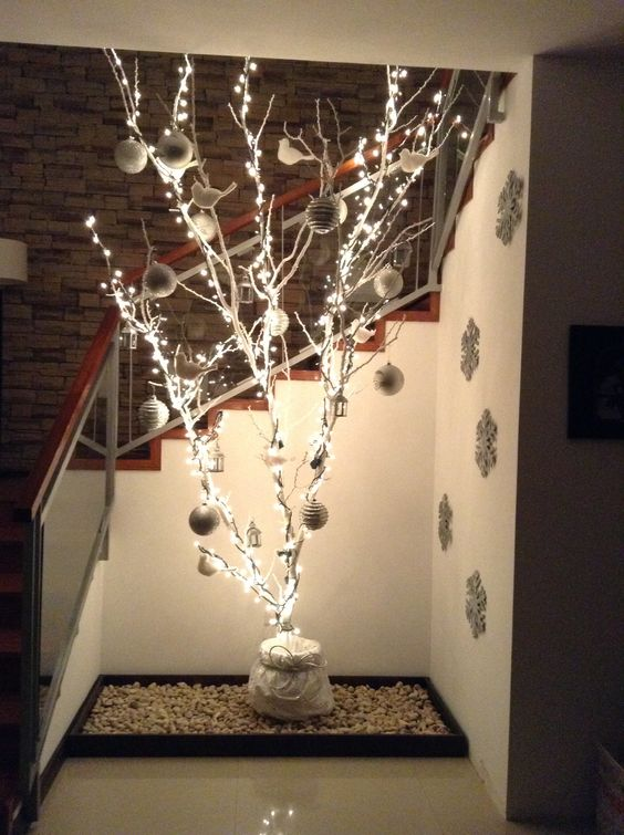 17 ideas para decorar tu casa con ramas secas en navidad - Decoracion con ramas de arboles ...