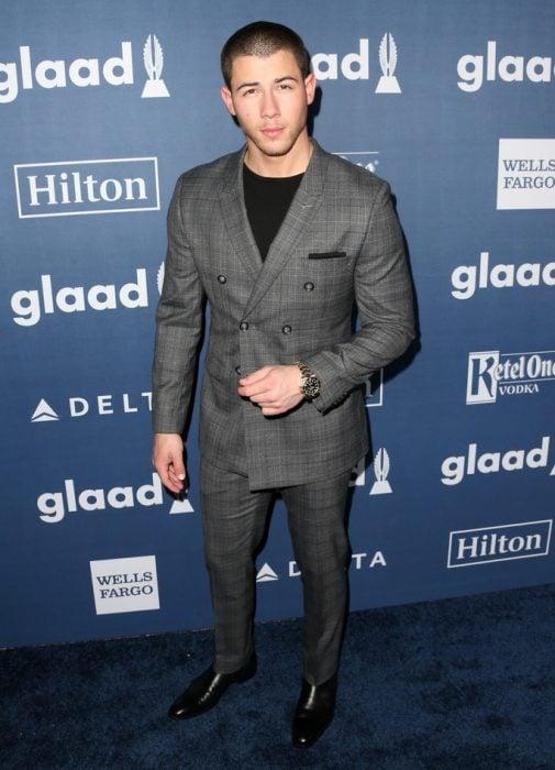 Nick Jonas Guapos en trajes