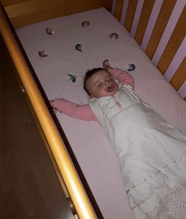 bebé y chupones