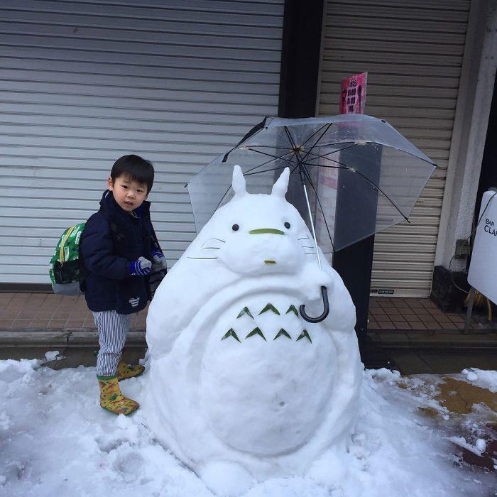 nieve totoro con paraguas