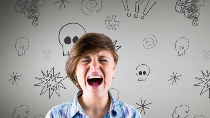 persona gritando