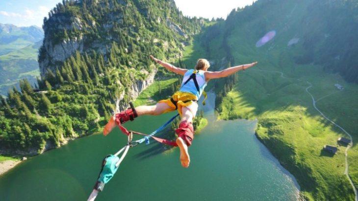 salto en un lago
