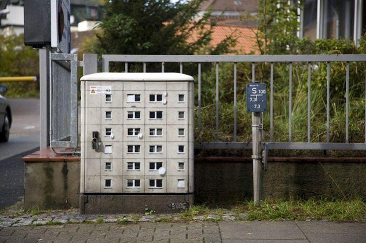 caja de luces con forma de edificio