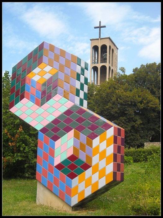 escultura de cubos