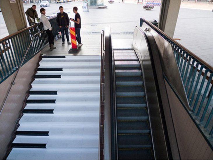 escaleras con forma de teclas de piana