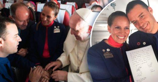 Cover Papa oficia ceremonia de casamiento en un avión cuando se dirigía a Perú
