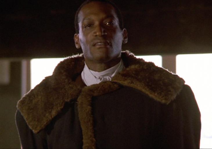hombre de color con abrigo