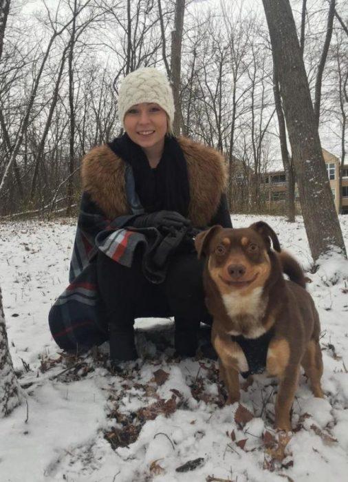foto con perro en la nieve