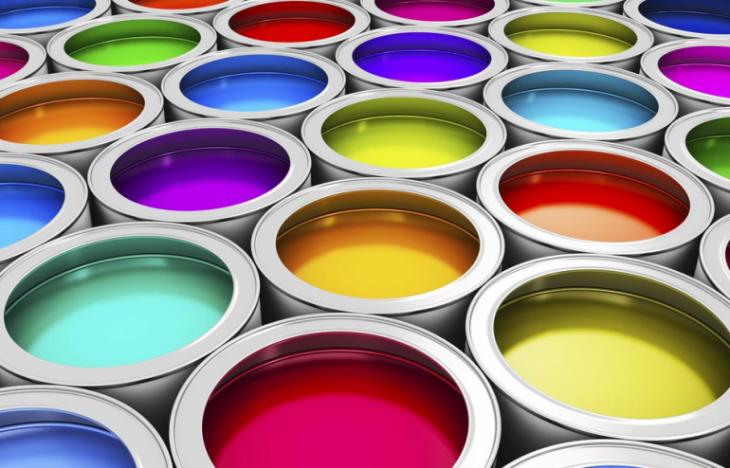 botes de pintura diferente color
