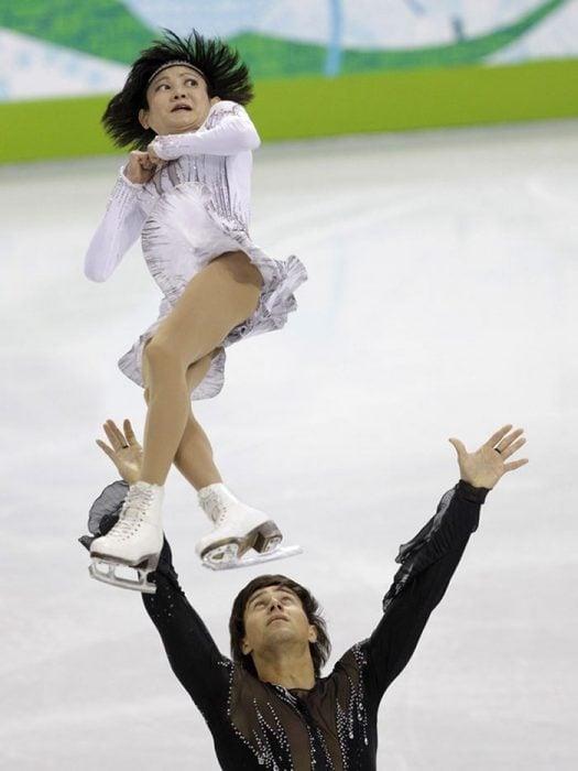 Caras del patinaje- lanzó a mujer