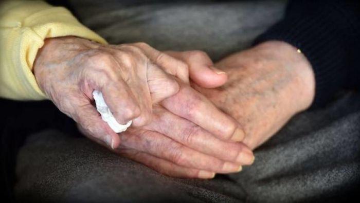 manos viejitos