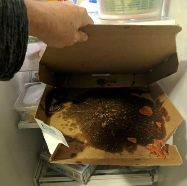 Niño guardó caja de pizza vacía