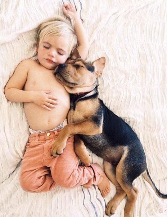 niño y perrito - pantalones melon