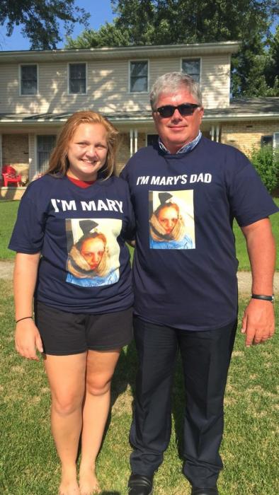 padre e hija con playeras
