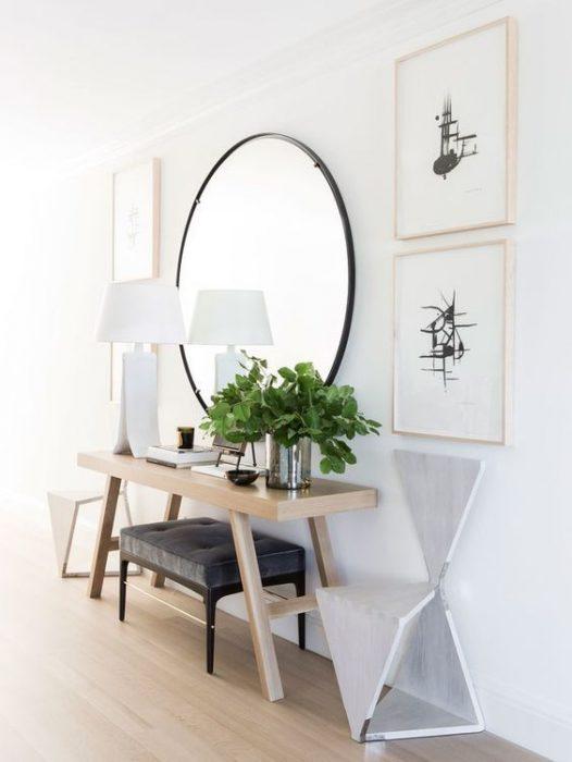 espejo y cuadros pared