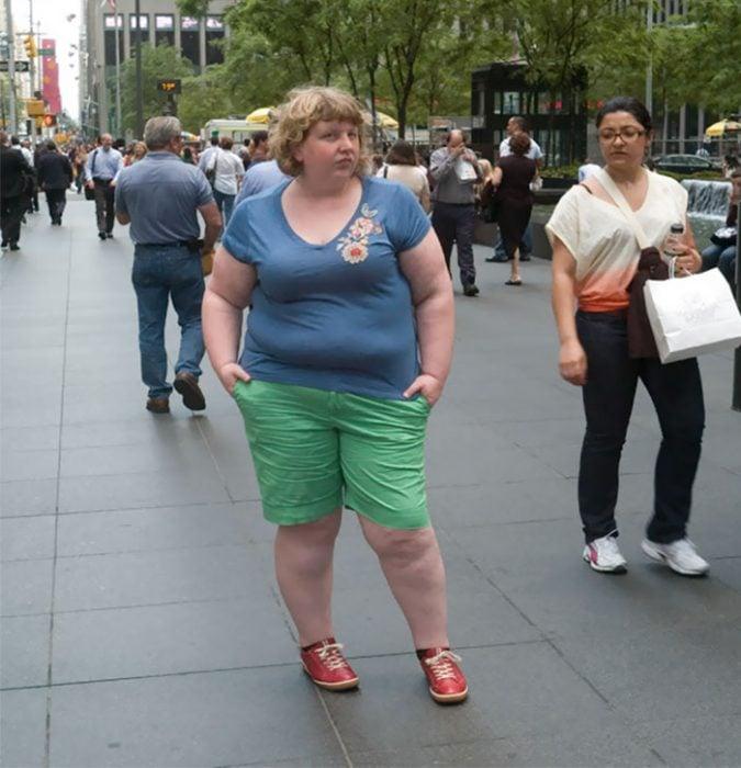 Mujer pantalón verde