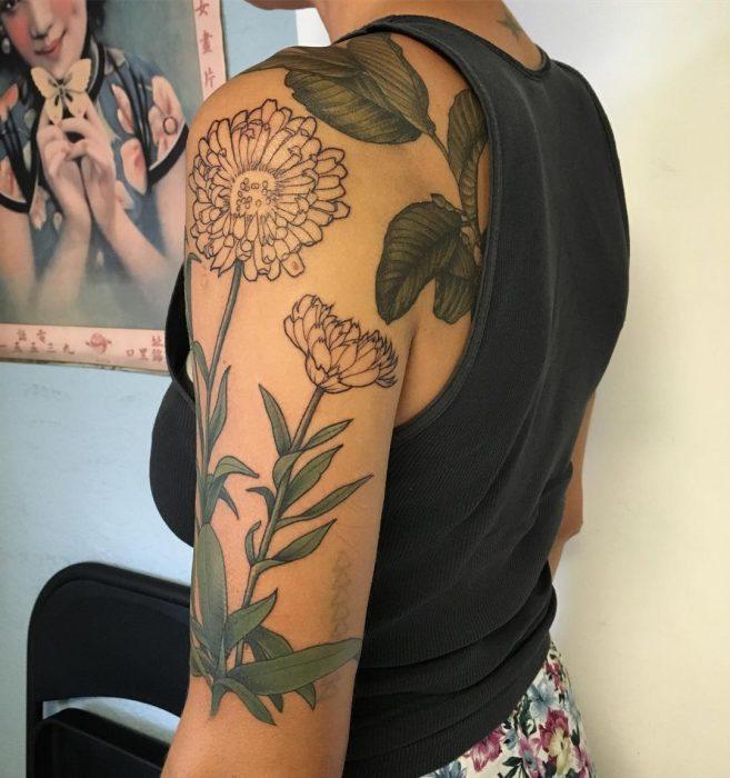 tatuaje de caléndula