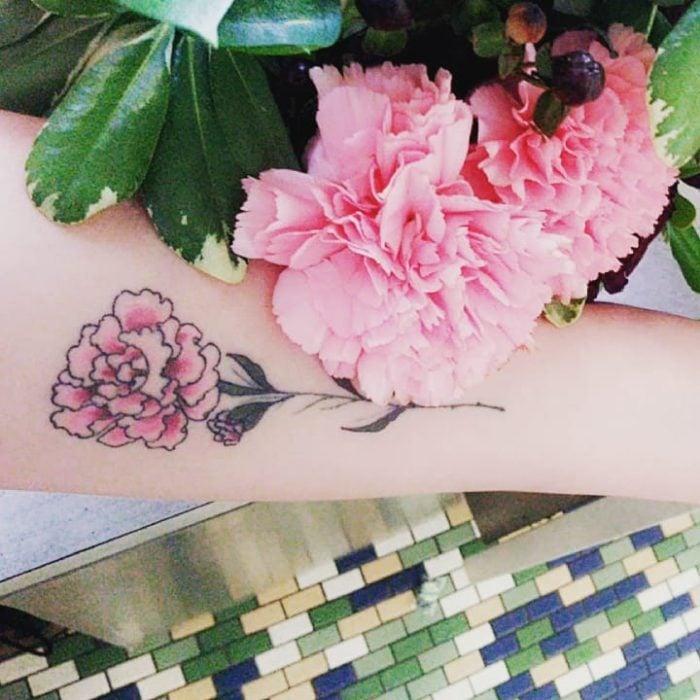 tatuaje de un clavel
