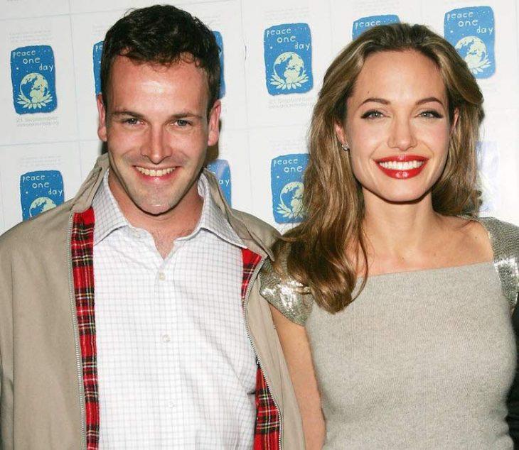 foto de Angelina Jolie y Jonny Lee Miller