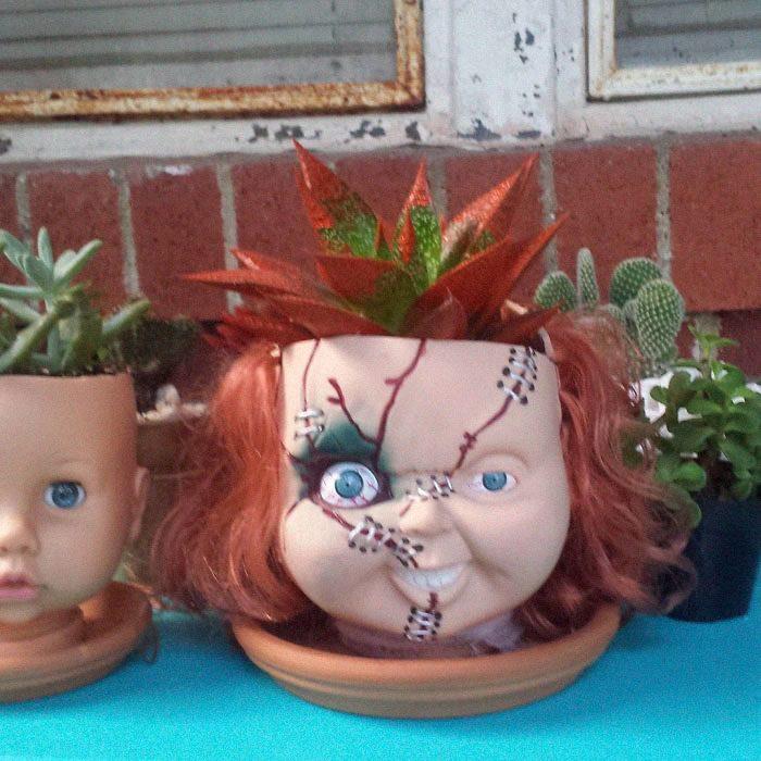 Macetas aterradoras cabeza de muñeca