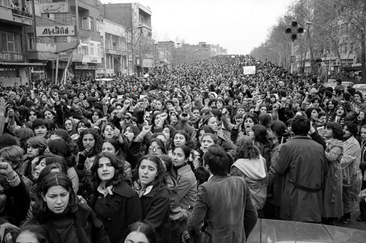 Mujeres protestan contra el uso forzado el Hiyab