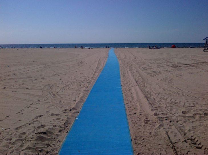 Acceso para silla de ruedas en la playa