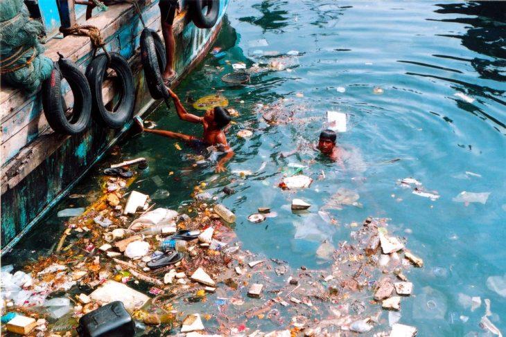 agua contaminada y sucia