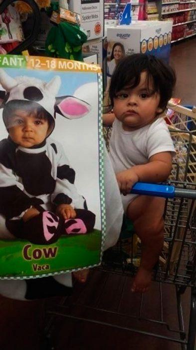 bebé que se parece a un anuncio de bebé vestida de vaca
