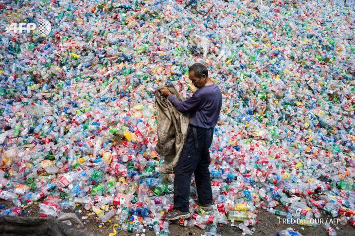 botellas de plástico contaminantes