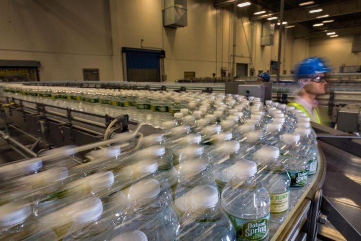 fábrica de botellas de plástico