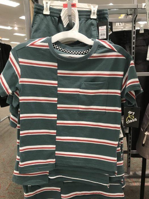 camisa con rallas no alineadas