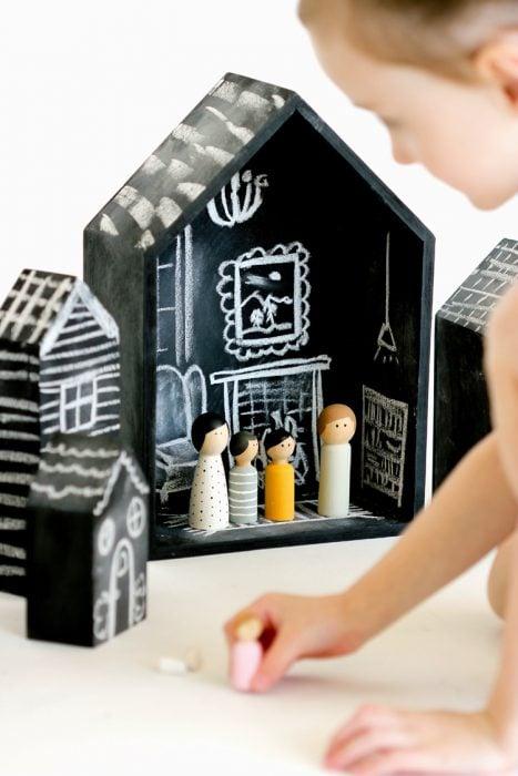 Casas de madera para decorar con gis