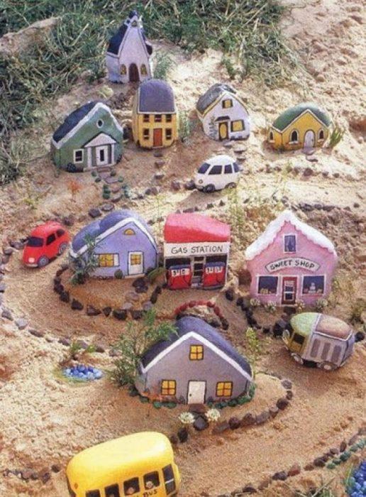 Pequeña ciudad hecha de rocas