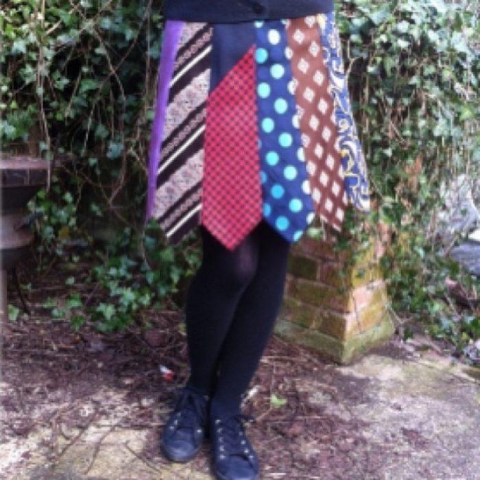 falda hecha de corbatas