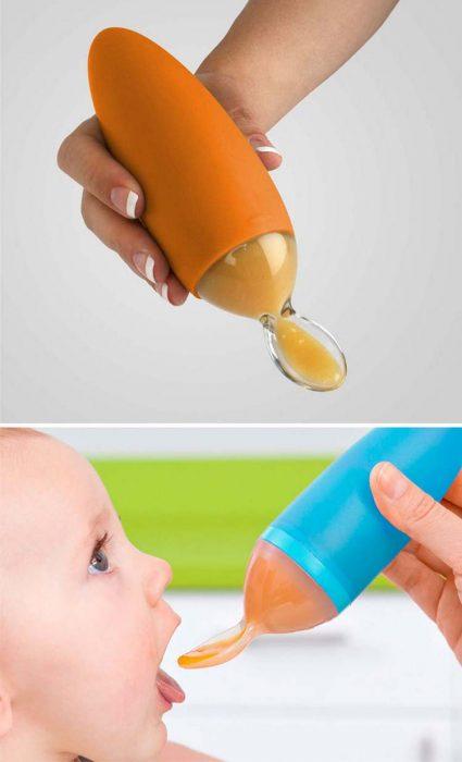 bebé con uchara dispensadora de papilla
