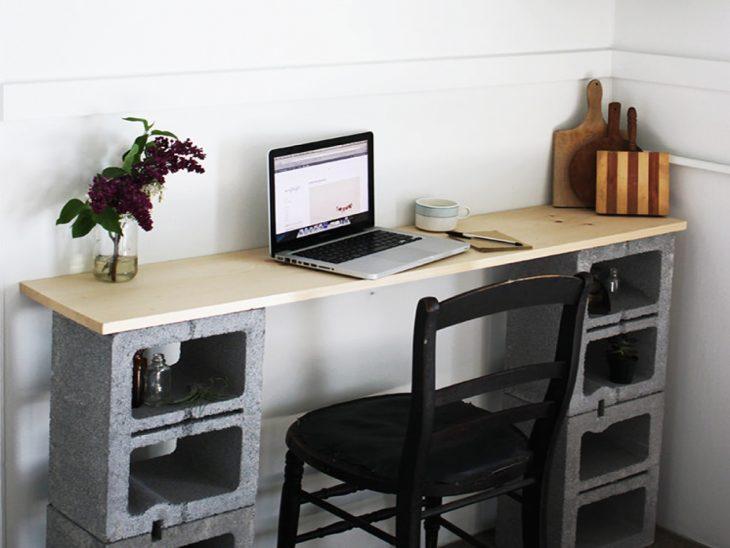escritorio de bloques de cemento
