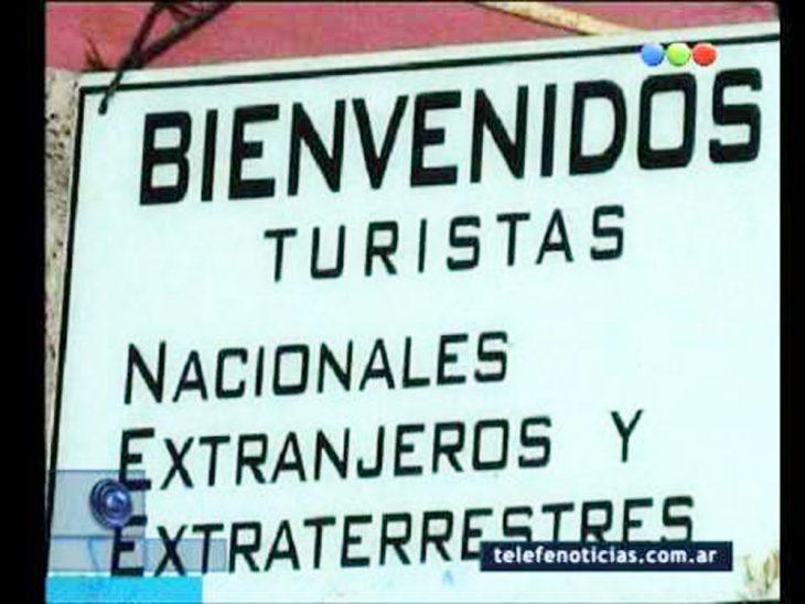 cartel turistas extraterrestres