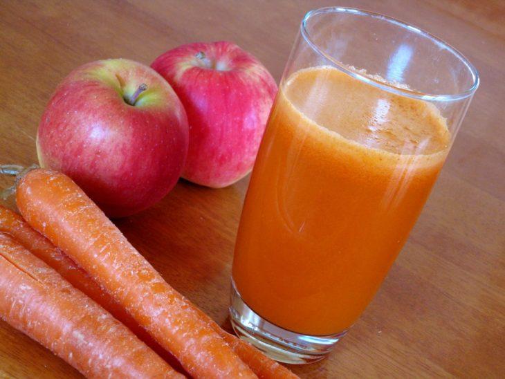 jugo de manzana y zanahoria