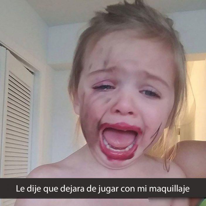 niña con la cara borroneada
